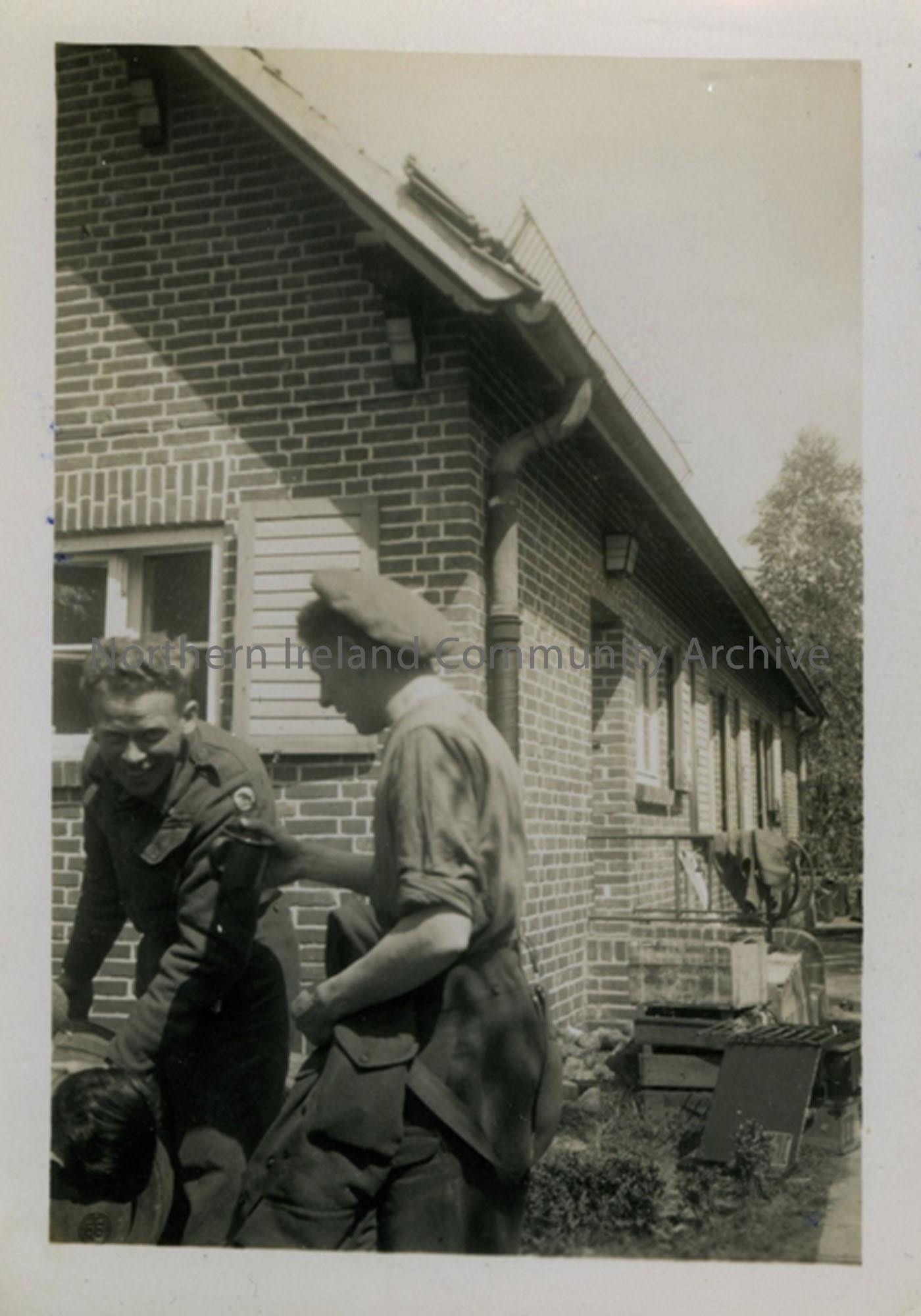 2 soldiers in Damme Germany (6495)