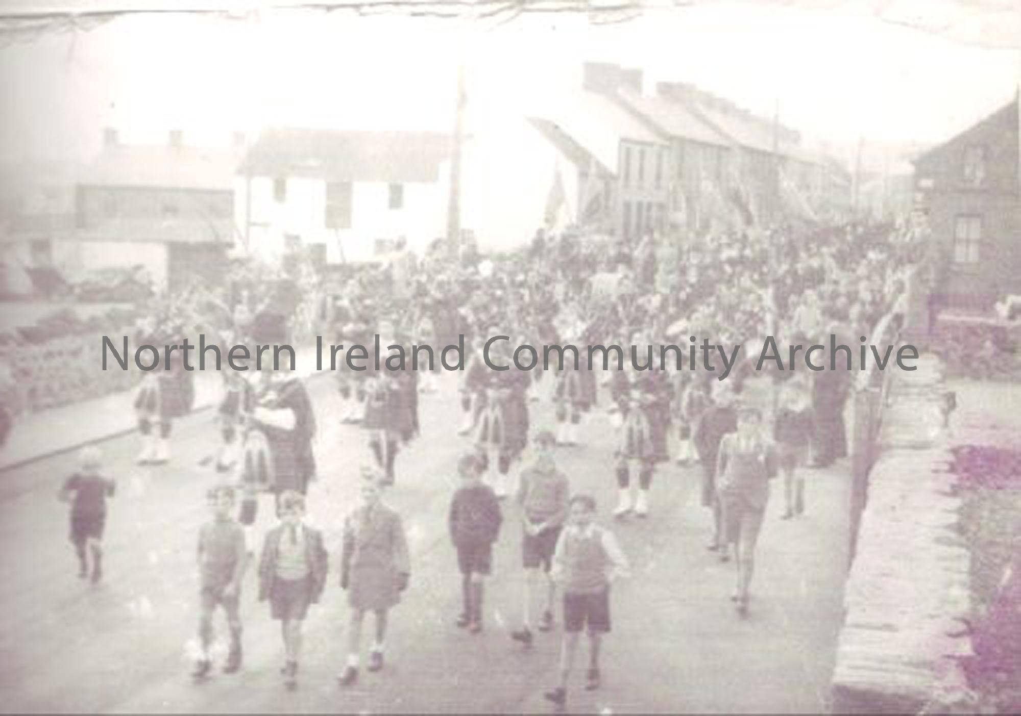 Parade in Meetinghouse Street, Ballymoney (5695)