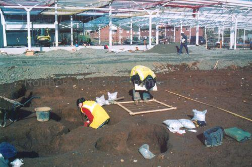 ADS archaeologists excavating the Neolithic settlement found on the site of Tesco's Ballymoney (3356)